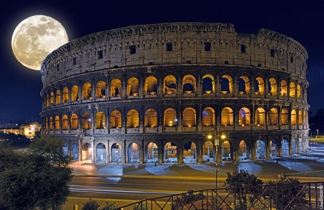 Colosseum by Vladimir Popov