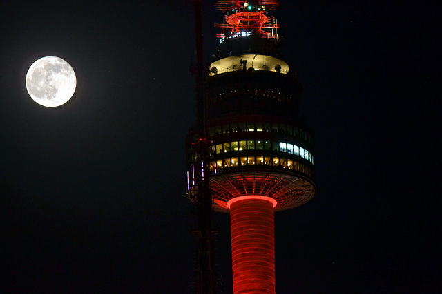 Seoul Tower by Manikan at flickr