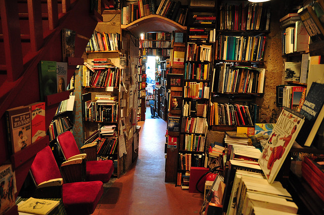 Shakespeare & Co, Paris via stevelindah-blogspot